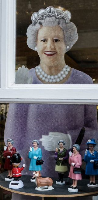 The Queen selling her bobble heads