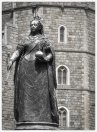 Statue of Queen Elizabeth in front of Windsor Castle