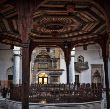 Gazi Husrev-beg Mosque built in 1532 during the Ottoman reign of Sarajevo .