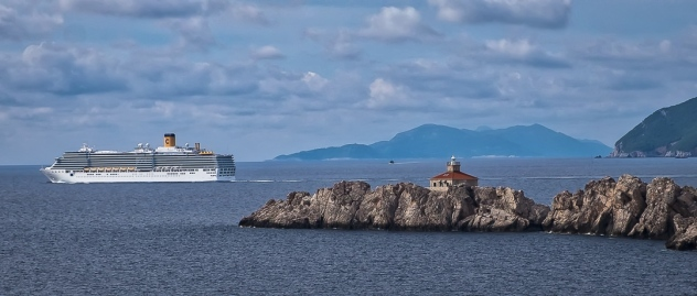 One of the many ships that pass in and out of Dubrovnik .